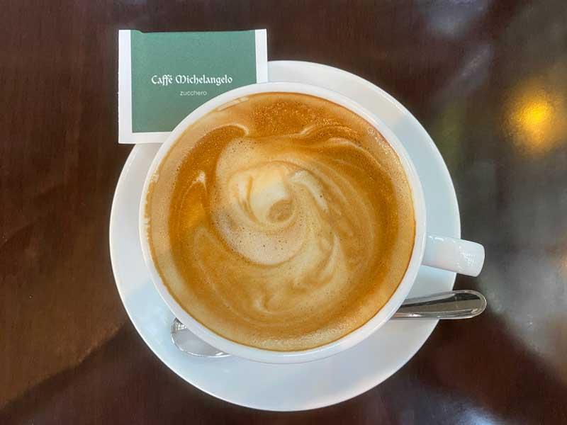 代官山のカフェ・ミケランジェロのカフェラテ